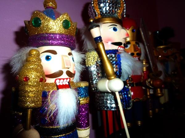 nutcracker dolls silver red xmas