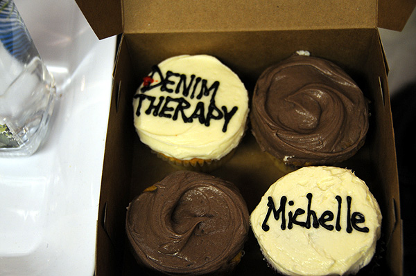 denim therapy cupcake