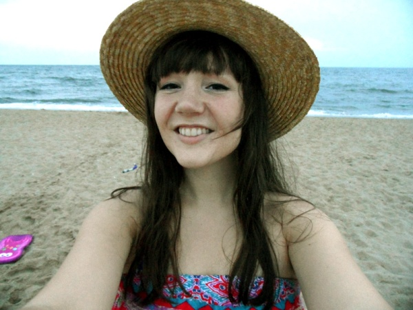 wide brimmed hat beach