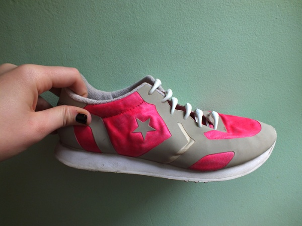 neon pink running shoe diy makeover (11)