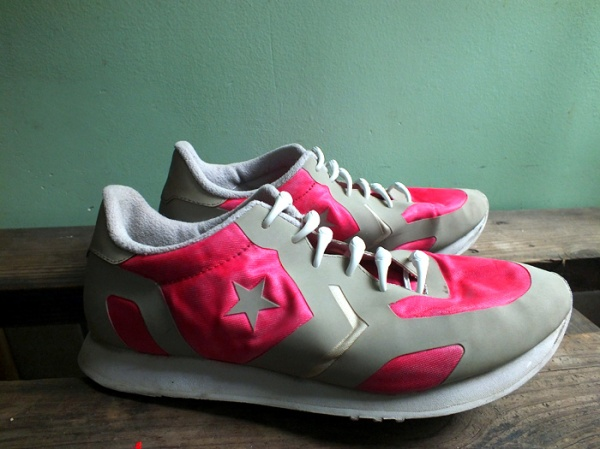 neon pink running shoe diy makeover (9)