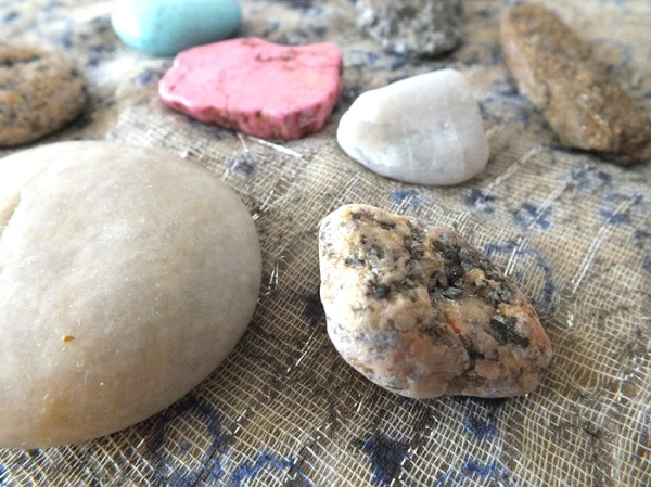 diy-beach-rock-fridge-magnets-bohemian (3)