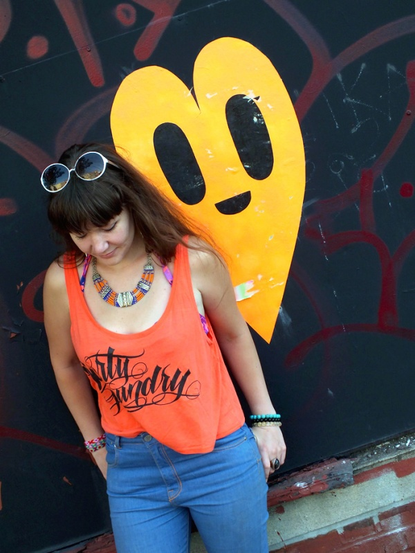 street style orange top heart