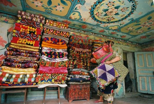rroma bohemian colorful interior decor beautiful